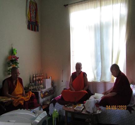 Tibet.de Nonnen Kloster Mundgod Mantra Rezitationen