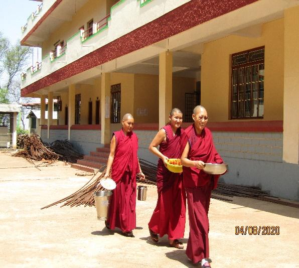 Tibet.de Nonnen Essensverteilung Corona