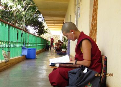 Tibet.de Nonnen Kloster Mundgod Corona