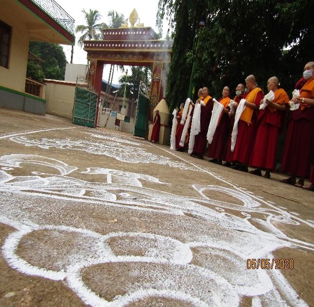 Tibet.de Nonnen Corona Abstand