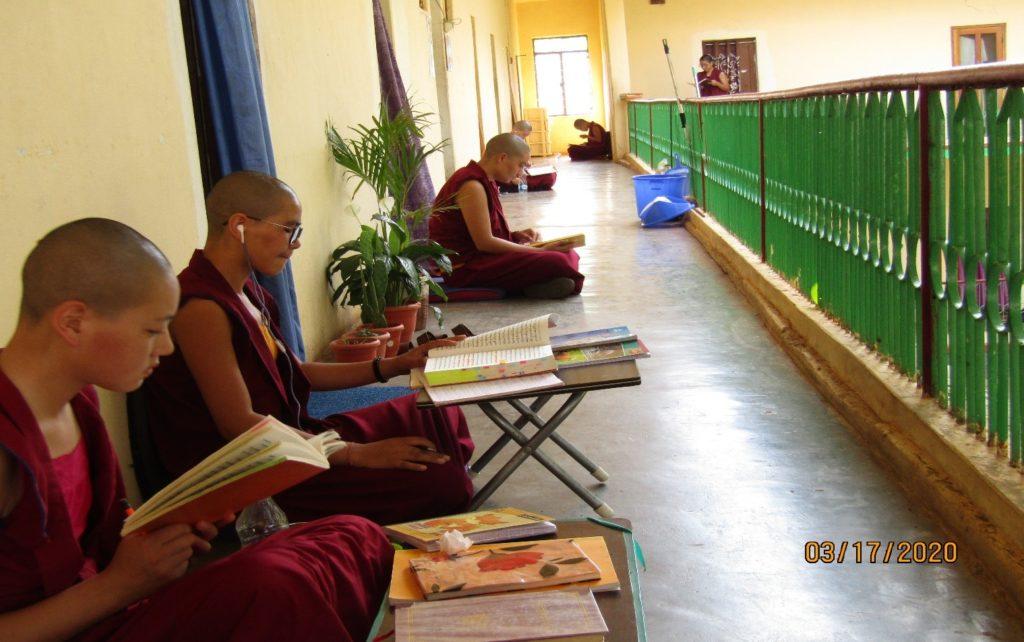 Tibet.de Nonnen Corona Social Distance