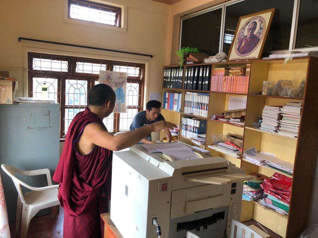 Tibet.de Mönche Corona Homeschooling