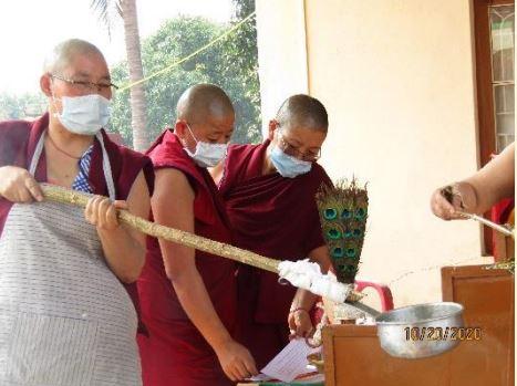 Tibet.de Nonnen Patenschaften Feuerritual